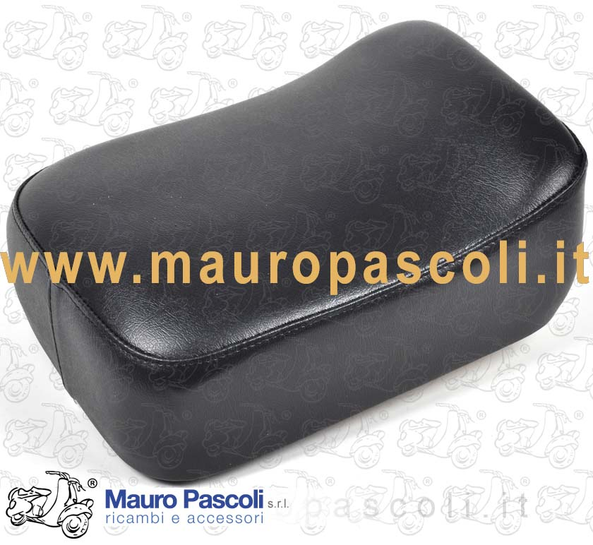 Rear cushion seat